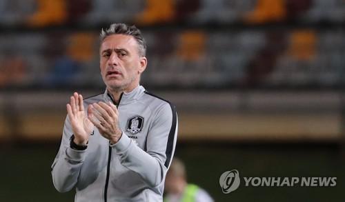 (Yonhap Feature) S. Korean football making progress under meticulous, charismatic coach