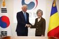 Avec le chef de la diplomatie roumaine
