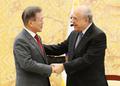 Moon y el secretario general de la OCDE