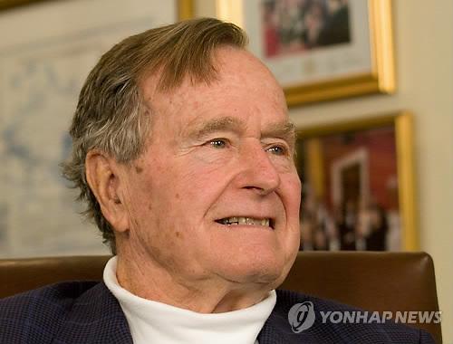 부시 전대통령 마지막 워싱턴 여행…추모물결속 의사당에 안치