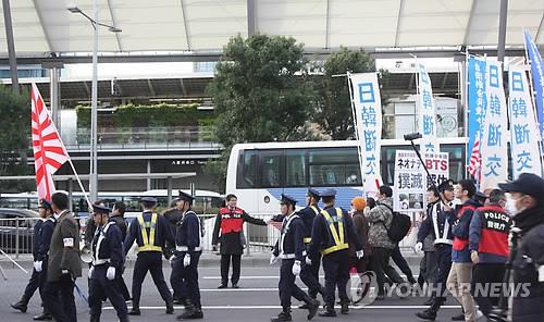 """일본 법원 """"혐한시위단체 이름 공개, 위헌 아니다"""" 첫 판단"""