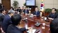 الرئيس مون يرأس اجتماع كبار مستشاريه