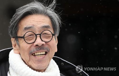 """소설가 이외수 장남 """"아버지 고비마다 잘 버텨내고 있어"""""""