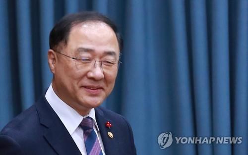 """홍남기 """"대통령께 경제 전반 보고…청와대와 소통 강화"""""""