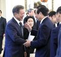 日韓議連 文大統領を表敬