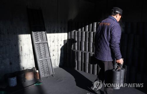 전국 연탄은행 속속 개장…'사랑의 온기' 나눈다
