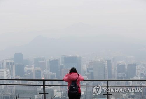 쌀쌀한 추위에 미세먼지까지…시내·고속도로 '한산'