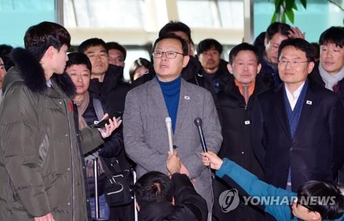 (3rd LD) S. Koreans return home after 10-day inspection of N. Korea's eastern rail line