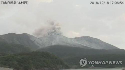 日 가고시마 화산섬서 대규모 분화…연기 2㎞ 치솟아