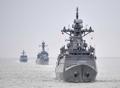 Los buques navales surcoreanos maniobran en el mar Amarillo