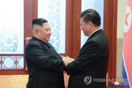 """김정은, 시진핑에 답전…""""관건적 시기에 조중관계 귀중"""""""