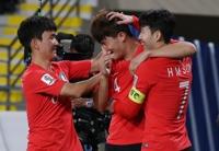[아시안컵] 손흥민 PK 유도에 도움까지…황의조·김민재 연속골로 한중전 2-0승 조1위