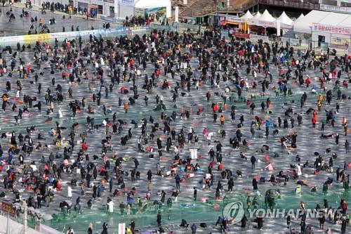 화천산천어축제 최다 관광객 돌파 관심…외국인 대폭 늘어
