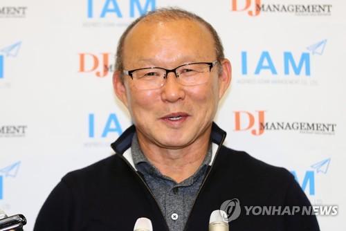 """베트남 축구협회 """"박항서 감독과 꼭 재계약할 것"""""""