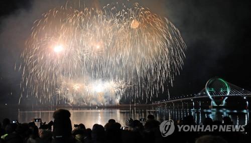 '경쟁력 의문' 춘천 세계불꽃축제 예산 10억 전액 삭감