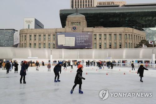 올겨울 서울광장 스케이트장 12만명 다녀갔다…15% 증가