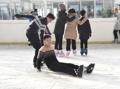 كوريون شماليون يستمتعون بالتزلج على الجليد