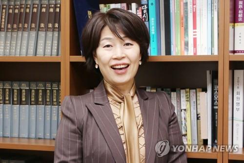 [사람들] 광주전남 '여성 최초' 3관왕 임선숙 광주지방변호사회장