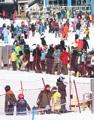 にぎわうスキー場