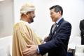 وزير الدفاع يجتمع مع نظيره العماني