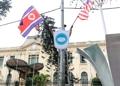 회담 분위기 고조…하노이 거리에 북·미 국기·악수 엠블럼