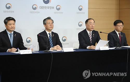 """홍남기 """"고용창출력 약화…상생형 지역일자리는 새 돌파구""""(종합)"""