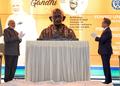 ガンジー胸像の除幕式