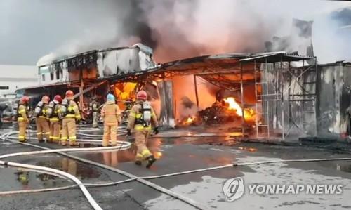 광주 광산구 식품포장자재유통센터서 화재…인명피해 없어(종합)
