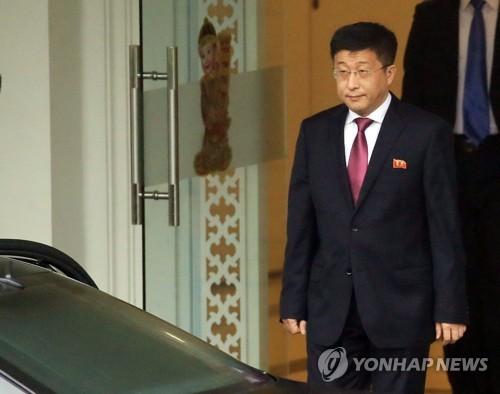 (US-NK summit) N. Korean, U.S. envoys continue talks on summit agenda
