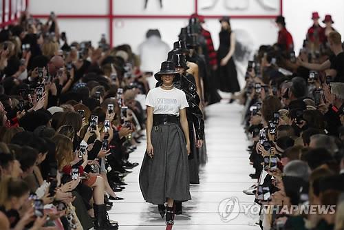 프랑스 총파업 한달 넘자 파리 유명 패션쇼 타격