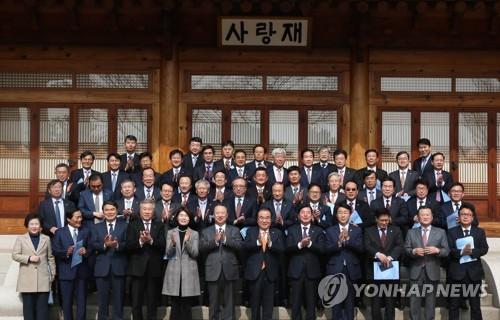 """부산 모인 전국상의 """"사라진 경제 논의…시스템 개혁해야"""""""