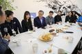 Moon con los líderes de firmas de capital de riesgo
