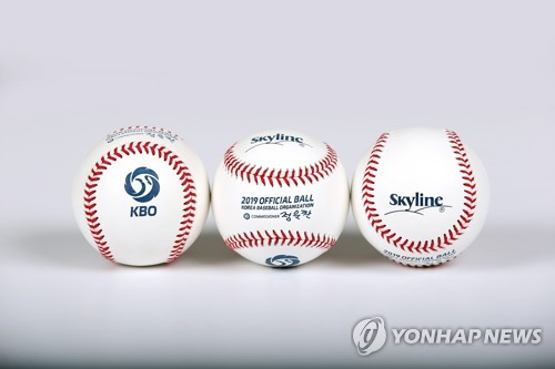 (Yonhap Feature) KBO players, coaches trying to come to grips with new ball