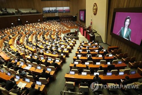 한국당, '의석 300석 넘으면 헌법정신 위배'라는데…
