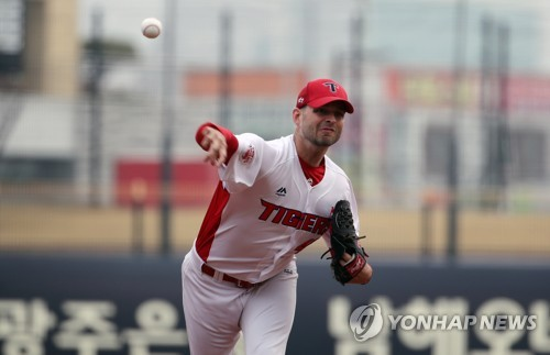 KBO club receives mixed preseason results from 3 new foreign players