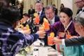 Toast avec des expatriés sud-coréens