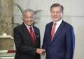 Poignée de main Corée-Malaisie