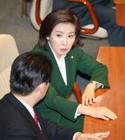 비교섭단체 대표연설 참석한 나경원