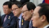 """민주, 한국당의 """"좌파독재"""" 공격에 """"친일극우"""" 맞불"""