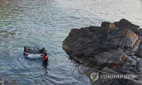 (2nd LD) Five dead after car falls into sea on east coast