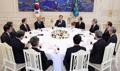 Reunión de Moon y antiguos representantes económicos