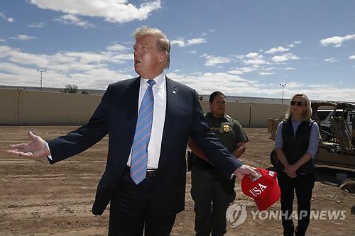 트럼프 불법이민자들 피난처 도시에 보내는 것 고려
