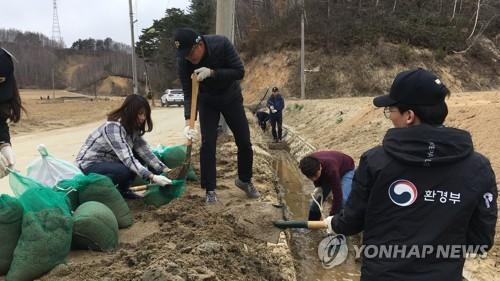 '평창 도암호 흙탕물 줄이기'…원주환경청 상류 토사 제거