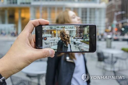 LG 국내 스마트폰 생산 중단 공식화…신가전으로 인력 재배치(종합)