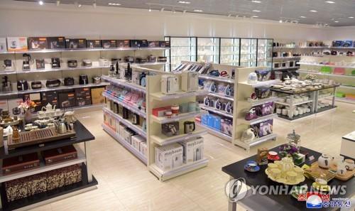 새 단장 北 대성백화점, 제재 속 외제상품 '눈길'