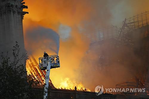 노트르담 성당 화재원인 '전기 과부하·전기 합선' 가능성 제기(종합)