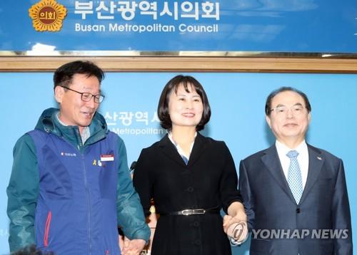 부산 강제징용노동자상 시민단체에 반환…설치 장소 28일 결정