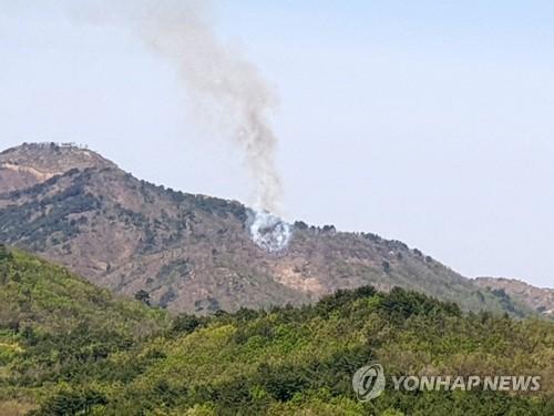 강원 고성 전방 DMZ 북측구역서 산불…남쪽 번지지 않고 꺼져(종합)