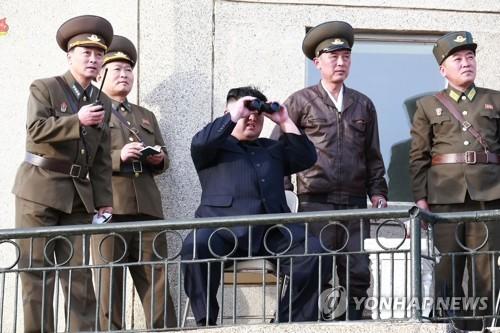 北김정은, 신형 전술유도무기 사격시험 지도(2보)