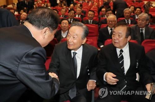 """권노갑·정대철, 평화당 탈당…""""제3지대 구축에 힘 싣겠다"""""""
